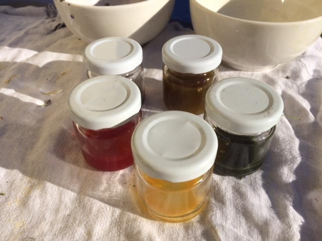 Flüssige Farben, aus Pflanzen hergestellt